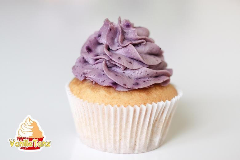 Heidelbeercreme auf einem Cupcake