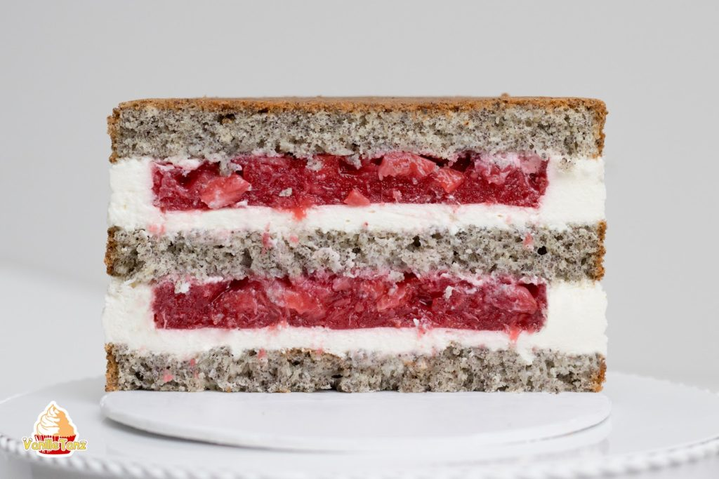Torte mit Mohnbiskuit