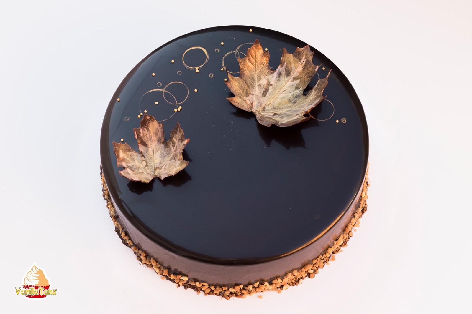 schokoladen karamell mousse torte mit karamellisierten bananen und mandelknusperschicht. Black Bedroom Furniture Sets. Home Design Ideas