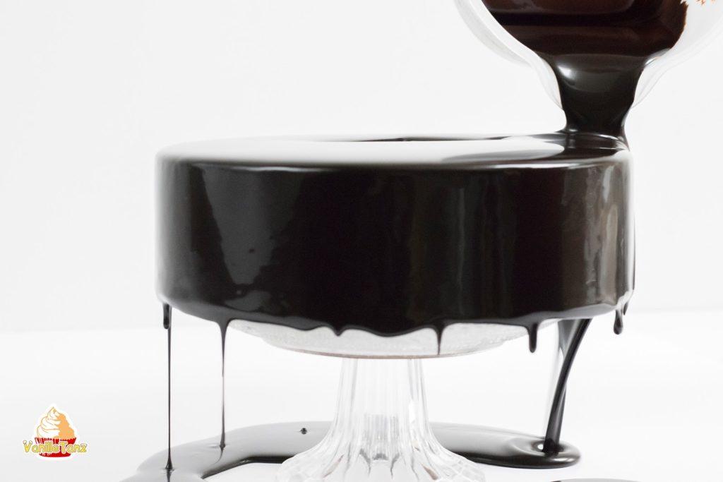 das abc der mirror glaze mousse torten teil 4 zusammenbau. Black Bedroom Furniture Sets. Home Design Ideas