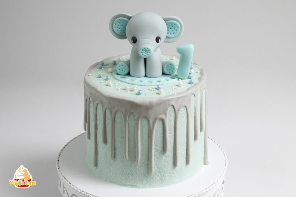 elefant aus fondant auf die torte f r kindergeburtstag vanilletanz. Black Bedroom Furniture Sets. Home Design Ideas