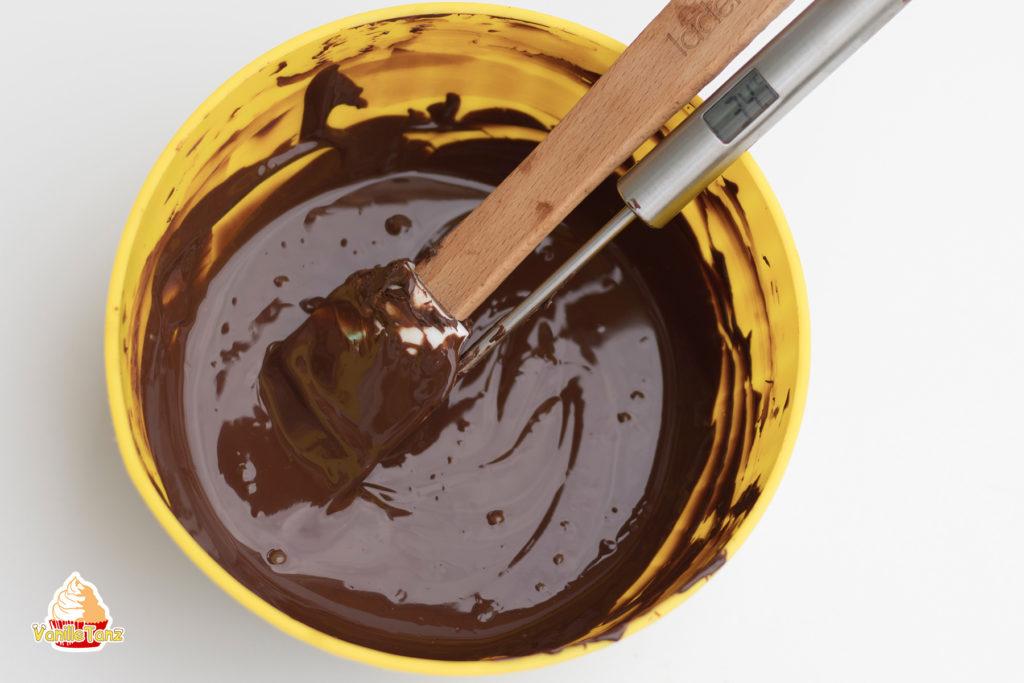 schokolade ganz einfach in der mikrowelle temperieren vanilletanz. Black Bedroom Furniture Sets. Home Design Ideas