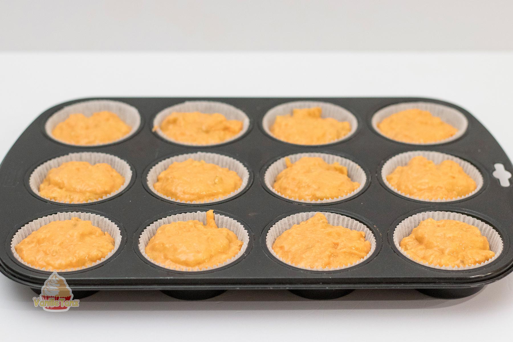 Muffin Backform mit rohrem Rübli Teig