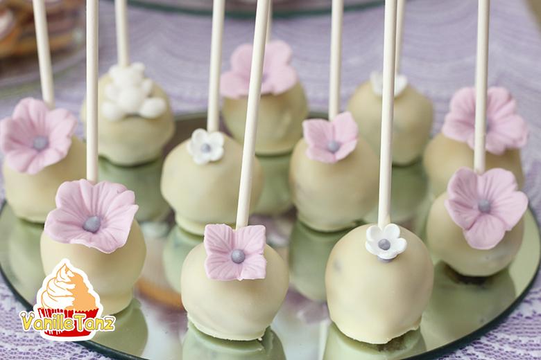 Blumen aus Fondant auf Cake Pops